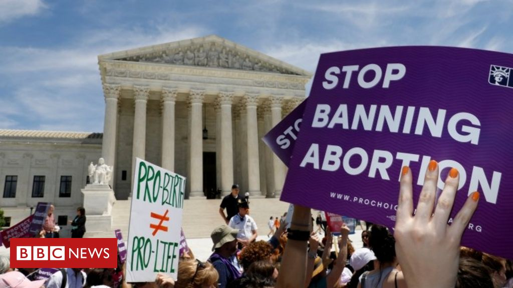 Abortion: Texas governor signs restrictive new law
