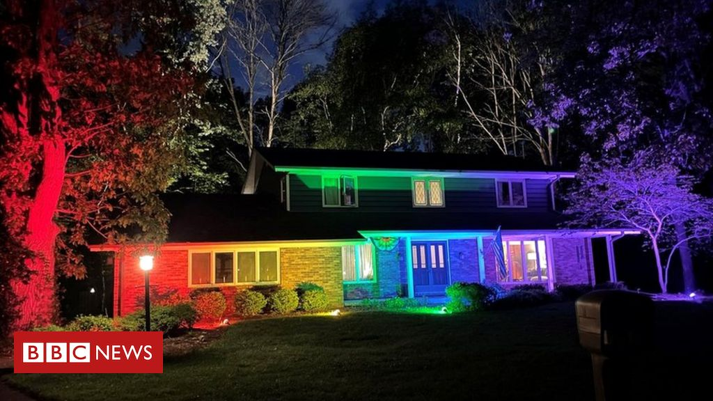 Gay couple in Wisconsin bypass flag rules with rainbow floodlights