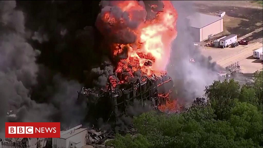 Illinois chemical plant fire being left to burn out to stop spillage into river